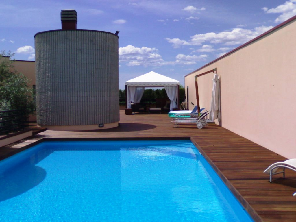 Seven team real estate s r l 2501 stabile palazzo - Piscina di melzo ...
